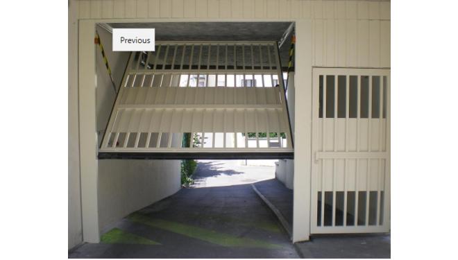 Porte de parking collectif avec portillon
